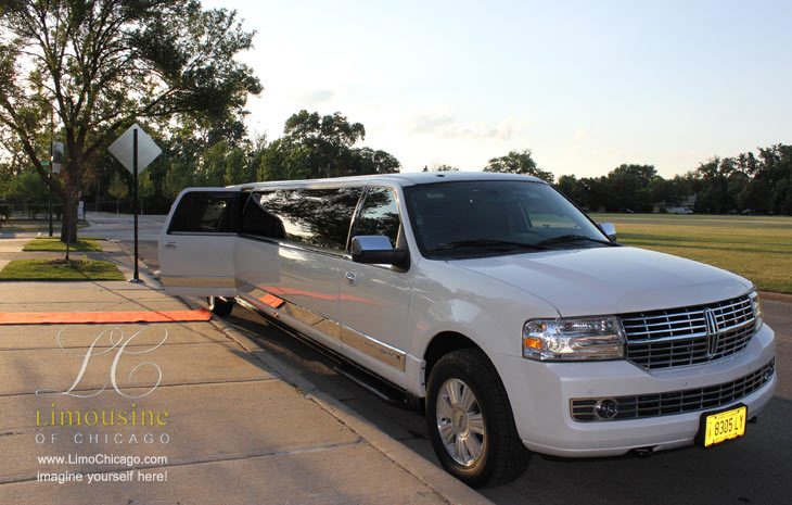 red carpet to stretch limo navigator for 14 people