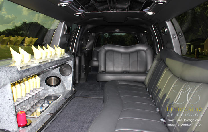 14 passenger Chicago Lincoln Navigator bar and seating