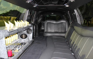 chicago-fleet-14-passenger-limo-navigator-interior-bar-seats-300x191